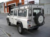 LAND ROVER DEFENDER .