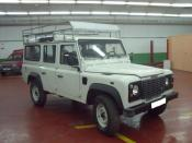 LAND ROVER DEFENDER averiado.