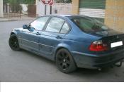 BMW 320 averiado.