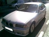 BMW 318 averiado.